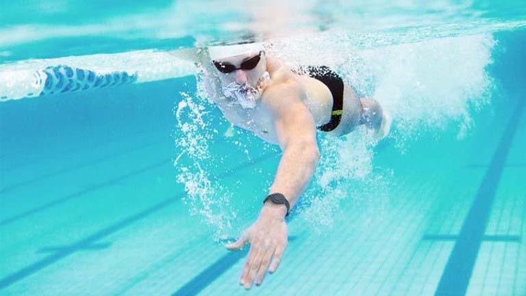 Bơi lội hỗ trợ điều trị thoát vị đĩa đệm