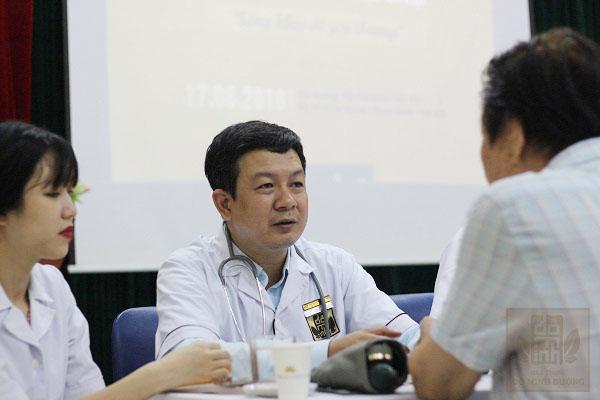 """Bác sĩ Đỗ Minh Tuấn chỉ ra những """"lỗi"""" thường gặp ở bệnh thân thoát vị đĩa đệm cột sống lưng"""