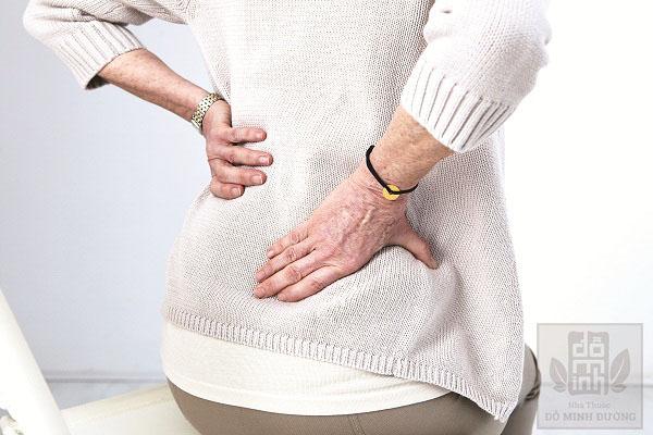 Người cao tuổi là đối tượng có nguy cơ cao bị thoát vị đĩa đệm lưng